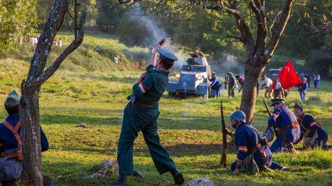 La localidad asturiana de Grullos, en Candamo, celebra durante el fin de semana las VII Jornadas de recreación histórica con el tema Los Asedios de Oviedo y Gijón