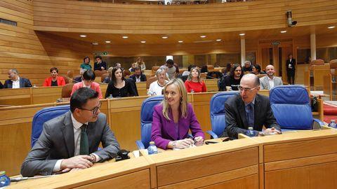 Dos de los nuevos conselleiros. A la izquierda, José González, titular de Medio Rural, y, en el centro, Fabiola García, conselleira de Política Social
