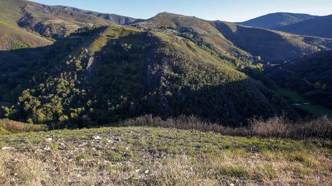 El monte de Cereixedo esta misma semana, con algunas partes donde el terreno se ha recuperado lentamente