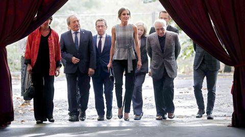 La reina Letizia a su llegada hoy en la antigua fábrica de Armas de La Vega para asistir a un homenaje al director estadounidense Martin Scorsese
