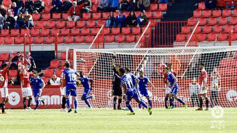 Gol Ibra Nastic Real Oviedo Nou Estadi.Los futbolistas azules celebran el gol de Ibra