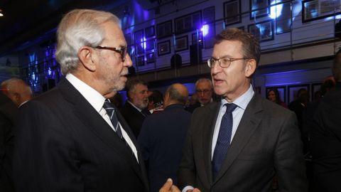 Pasado y presente. El presidente de la Xunta, Núñez Feijoo charlando con el expresidente Emilio Pérez Touriño