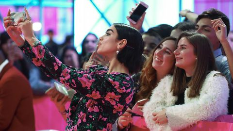 Selfie de Dua Lipa con sus fans