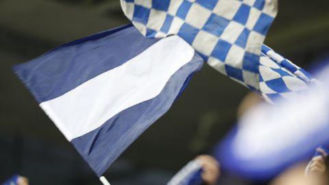 Bandera del Oviedo en el Carlos Tartiere