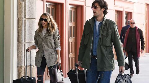 Llegada de Rafa Medina y su esposa, Laura Vecino, al hotel Fiisterre