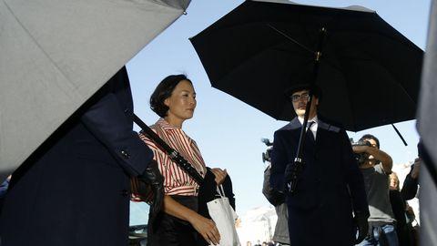 La esposa de un hermano de Flora Pérez, madre de Marta Ortega, a su llegada a la casa familiar
