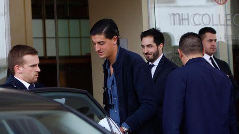 Los invitados empiezan a abandonar A Coruña