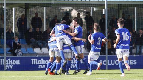 Gol Joselu Division de Honor Real Oviedo Sporting Requexon.Los futbolistas azules celebran el gol ante el Sporting en el encuentro de ida