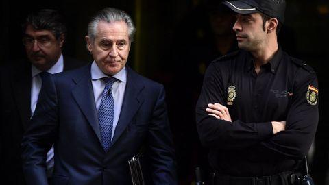Miguel Blesa fue el primer banquero en entrar en prisión durante la crisis. Condenado a 6 años por las «black», poco después se quitó la vida de un tiro