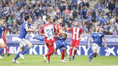 Ibra remata para conseguir el 1-0 frente al Sporting