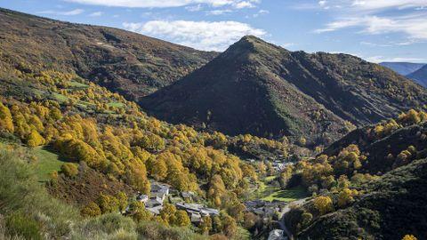Paisaje otoñal en torno a la localidad de Visuña, en el municipio de Folgoso do Courel