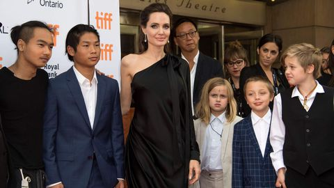 Angelina Jolie, rodeada de sus hijos