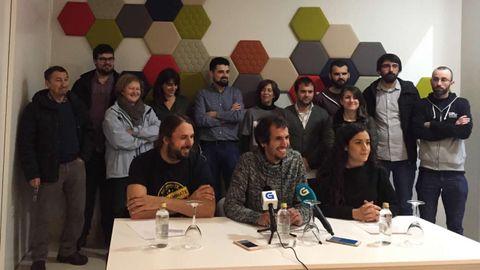 Daviz Bruzos y su equipo, en rueda de prensa
