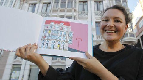 ELGA FERNÁNDEZ, CON UNO DE SUS LIBROS EN FERROL