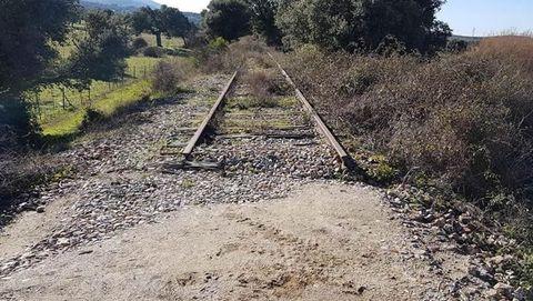 Uno de los tramos abandonados de la ruta en los que se retiraron parte de las vías