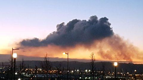 Nube de contaminación, de archivo, en la zona oeste de Gijón