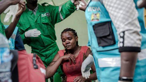Una de las heridas es atendida por personal sanitario