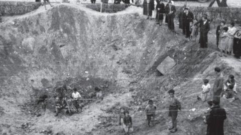Cráter provocado por una bomba