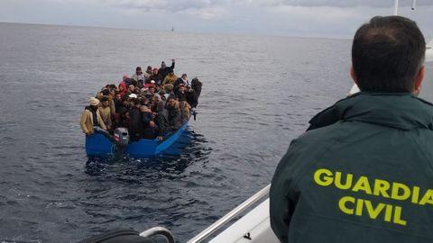 Rescate de 126 personas llegadas en dos pateras frente a las costas de Cádiz