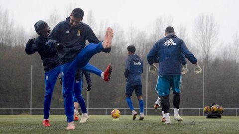Jugadores del Oviedo en las instalaciones Tensi