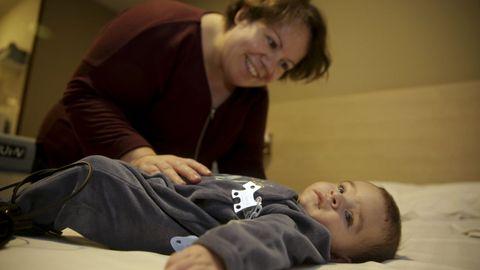 Daniela, con su bebé, Lois, operado del corazón en el materno Teresa Herrera, Chuac