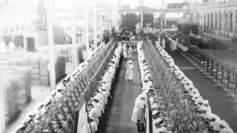 Imagen antigua de la fábrica conservera Massó, en Cangas