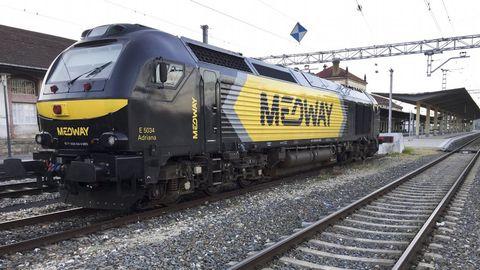Una locomotora de mercancías en la estación de Monforte