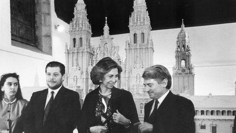 Imagen de 1991 de la Reina Sofía y Víctor Vázquez Portomeñe delante de la maqueta