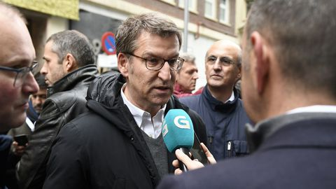El presidente de la Xunta, recién llegado de su viaje a Estados Unidos, atiende a los medios