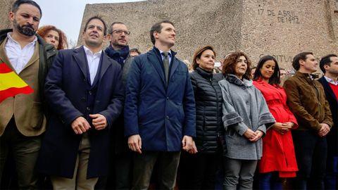 Carmen Moriyón, en el centro de la imagen, junto a Pablo Casado, en la manifestación del 10 de febrero en Madrid