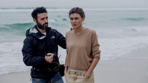 Sorogoyen da instrucciones a la actriz Marta Nieto durante el rodaje de «Madre»