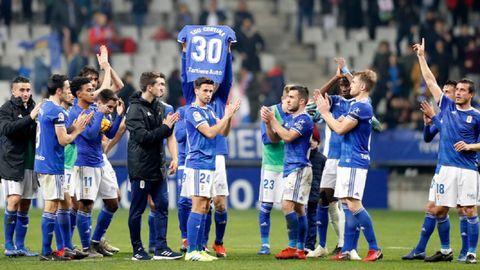 Edu CortinaReal Oviedo Alcorcón Carlos Tartiere.Los futbolistas del Real Oviedo, durante su recuerdo al padre de Edu Cortina