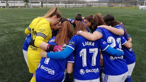 Real Oviedo Femenino Victoria FC.Las futbolistas azules, antes del encuentro ante el Victoria FC del curso pasado
