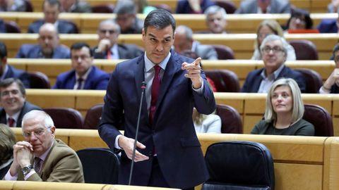 Pedro Sánchez mantuvo el último enfrentamiento de la legislatura con el portavoz del PP en el Senado, Ignacio Cosidó
