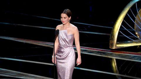 Emilia Clarke presenta una de las canciones nominadas