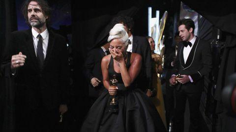 Lady Gaga con su Óscar