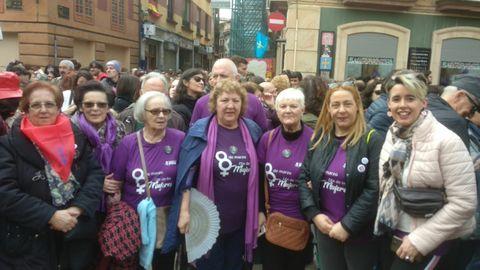 Lucía Falcón (a la izquierda de la foto) junto a otros compañeros del PSOE