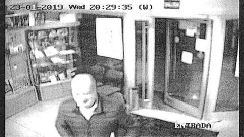 La policía atribuye a Luis Venta el envío del anónomo tras visionar las cámaras de la oficina de correos