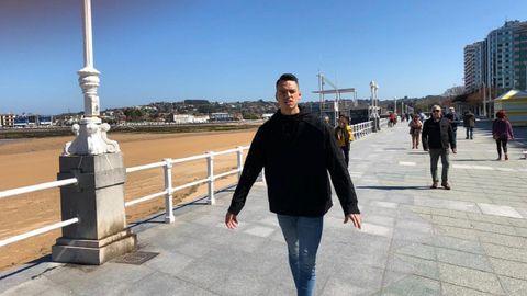 Óscar Whalley, de visita por Gijón