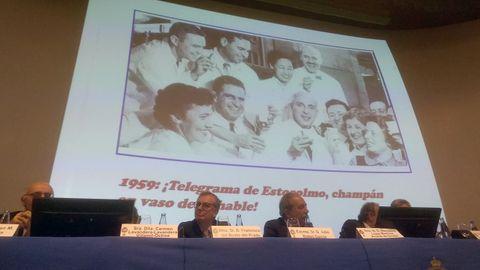 Francisco del Busto y Severo Ochoa, debajo de la imagen de Severo Ochoa brindando con su equipo tras recibir el telegrama que le notifica el Nobel
