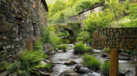 El río que pasa por la aldea de A Seara