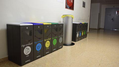 Batería doble de recogida de residuos, ubicada en uno de los pasos más transitados