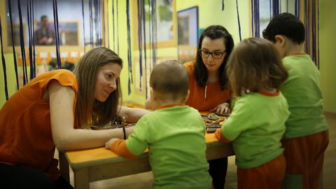 En Trastes hay 14 educadoras y se suele dividir a los pequeños en grupos homogéneos de edad a intervalos de cinco meses