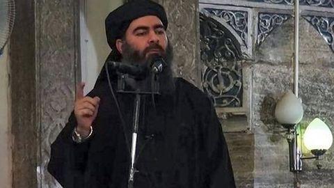 Captura de un vídeo difundido por el Estado Islámico en el que aparece Abu Bakr al Bagdadi