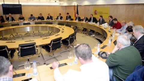 Imagen de la reunión de la mesa técnica de Alcoa, con representantes sindicales, de las comunidades autónomas y Ministerio de Industria