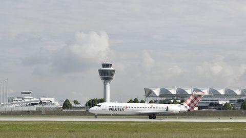 El avión de Volotea, en la pista de aterrizaje