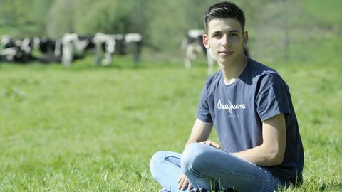 relevo rural.Avelino Souto (Lalín, 20 años) es ganadero y presidente de Xóvenes Gandeiros de Galicia. En su palmarés acumula primeros nacionales, europeos e internacionales de manejo y juzgamiento de ganado bovino