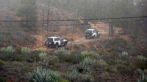 Un centenar de agentes participaron en la búsqueda de los cadáveres en un paraje de Tenerife con muchas dificultades orográficas. Finalmente fueron hallados en el interior de una cueva