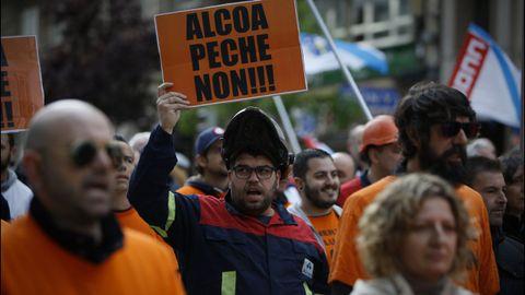 Los trabajadores de Alcoa en A Coruña reunieron a centenares de personas en su manifestación del viernes por la ciudad