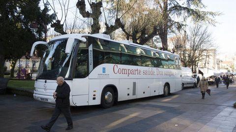 Autobús para la donación de sangre en Carballo